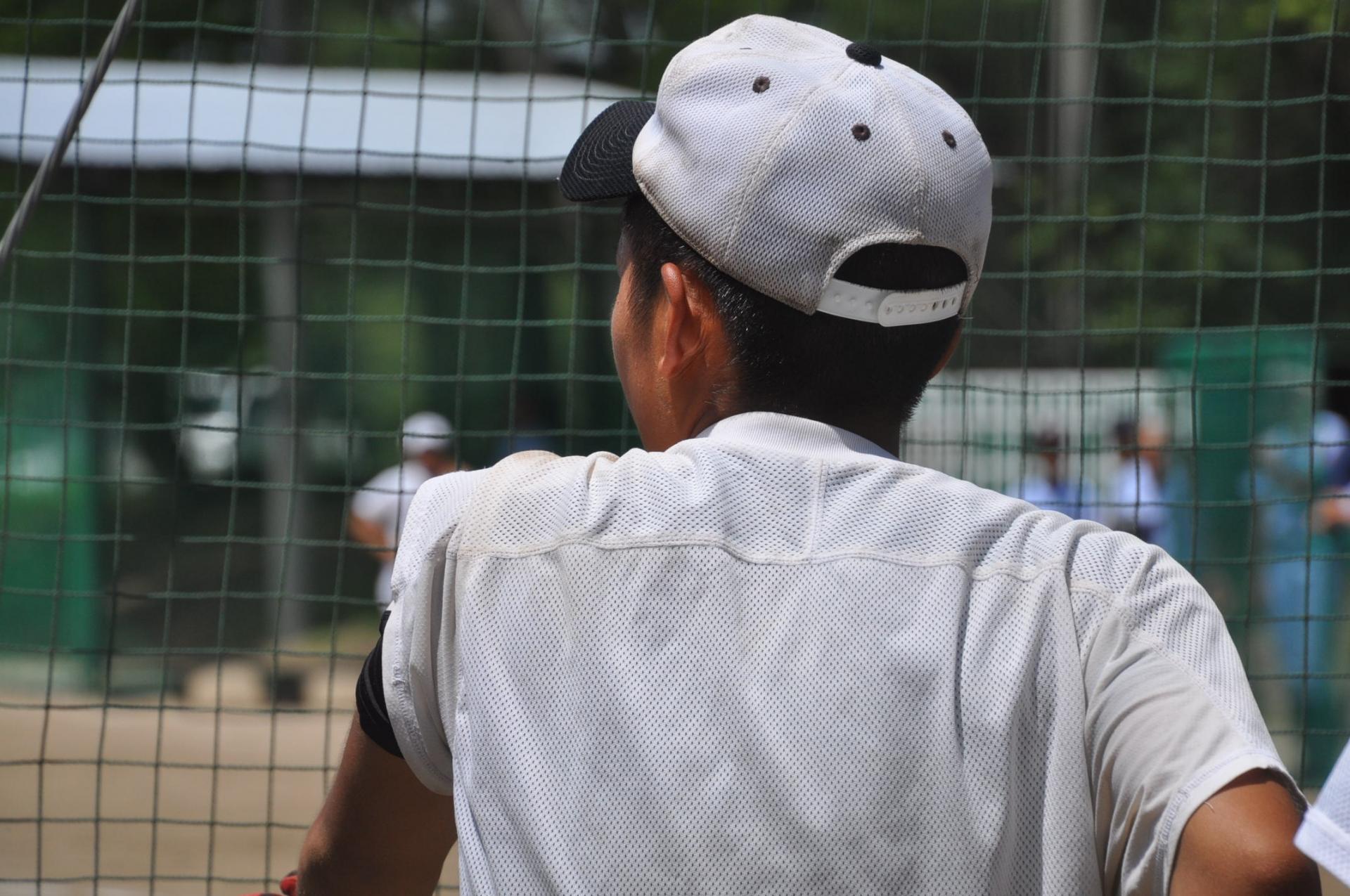 【簡単!家でもできる!】野球肘に効果的な腕と肩のストレッチ
